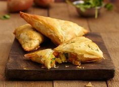 Try this delicious recipe for sweet potato samosas - made with Jus-Rol& filo pastry sheets and seasoned with curry powder. Sweet Potato Recipes, Veggie Recipes, Indian Food Recipes, Great Recipes, Vegetarian Recipes, Ethnic Recipes, Veggie Meals, Family Recipes, Dinner Recipes