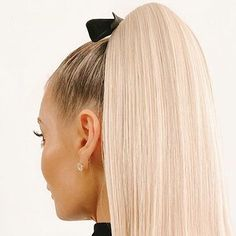 This Retro Ponytail Is Perfect for the 2020 Holiday Season—And Surprisingly Easy To Do At Home Long Bob Cuts, Long Layered Cuts, Short Layered Haircuts, Fall Hair Cuts, Curly Hair Cuts, Short Hair Cuts, Curly Hair Styles, Popular Hairstyles, Down Hairstyles