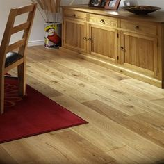 I love this golden oak color,this is the color i will use in my house. Hall Flooring, Solid Wood Flooring, Hardwood Floors, Flooring Ideas, Snug Room, Thing 1, Oak Color, Wood Cabinets, Solid Oak