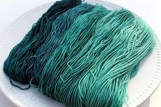 Well-described variant method to dye a very-slow-striping gradient using food colouring. Mini-skeins. Turquoise Dreams (I prefer to do this with acid dyes, but love the technique!)