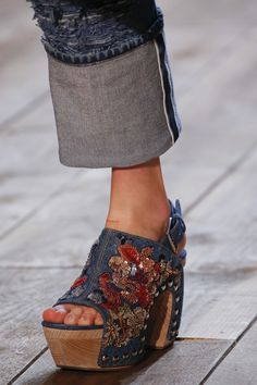 "forlikeminded: ""  Alexander McQueen - Paris Fashion Week / Spring 2016 """