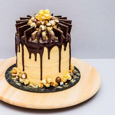 Layers of chocolate mud cake & vanilla sponge, filled with Nutella ganache, chopped Jersey caramels & crushed honeycomb. Frosted with salted caramel cream cheese & topped with dark chocolate ganache, Maltesers, Jersey caramels, caramel popcorn, Cadbury chocolate caramels & Lindt dark chocolate with caramel-toffee