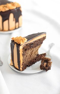 Sprinkle Bakes: Chocolate-Butterfinger Overflow Cheesecake ~T~ A cheesecake layer with butterfingers, chocolate, sweetened condensed milk and cream cheese. Two brownie layers, a cream cheese-peanut butter frosting and chocolate glaze. Yum-O