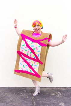 http://briteandbubbly.com/wp-content/uploads/2016/09/DIY-Toaster-pastry-Costume-Main.jpg