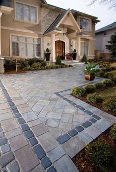 Walkway with Richcliff and Courtstone paver by Unilock