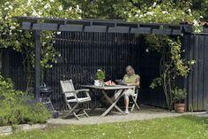 støtte klatrende planter, der med tiden vokser sig til et sk Diy Pergola, Outdoor Spaces, Outdoor Living, Outdoor Decor, Carport Designs, Miami Gardens, Garden Spaces, Garden Inspiration, Outdoor Gardens