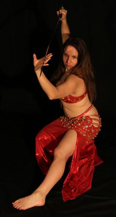 Photo danseuse orientale. Séance photo baladi 2012.  Mélanie Baladi photographie avec sabre. Bellydancer picture. Belly dance image 2012. Mélanie Baladi picture with sword  #baladi #bellydance #bellydancer #danse #dance