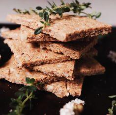 Thyme, Hazelnut & Parmesan Crackers. Gluten-free, Vegan & Paleo. Cracker Brands, Runner Beans, Crackers, Parmesan, Feta, Paleo, Rolls, Easy Meals, Gluten Free