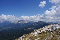 Weisshorn, Corno Bianco. (2316m). Uitzicht vanaf wandelpad 5 op de Rosengarten en de Latemar.