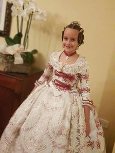 Beautiful Dresses, Nice Dresses, Traditional Fashion, King Arthur, Folk Costume, Ag Dolls, Churros, Belle Epoque, Fashion History