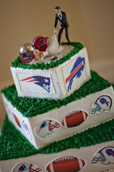 A Patriots vs. Bills wedding But in the case of living in SC , it would be a USC vs Clemson cake. Football Wedding, Sports Wedding, Our Wedding, Dream Wedding, Wedding Stuff, Themed Wedding Cakes, Wedding Cake Toppers, Wedding Cake Fresh Flowers, New England Patriots
