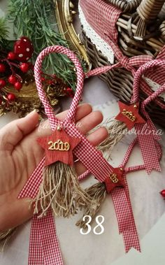 Easy Christmas Ornaments, Country Christmas Decorations, Christmas Crafts For Kids, Xmas Crafts, Xmas Decorations, Christmas Projects, Christmas Wreaths, Cowboy Christmas, Christmas Mood