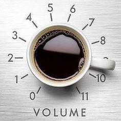 Segunda-feira, dia de dar volume, carregar a boa energia e viajar nas ondas sonoras do Porão 202 Estúdio