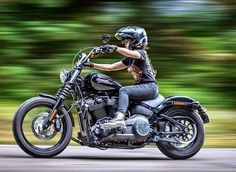 Chicks On Bikes, Rockabilly Cars, Street Bob, Cool Cafe, Easy Rider, Road King, Biker Style, Cars And Motorcycles, Harley Davidson