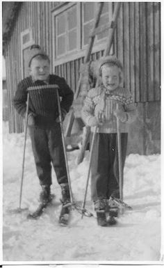 Kids with skies Old Pictures, Old Photos, Finland Culture, History Of Finland, Cute Kids Pics, Lappland, Good Old Times, Life Photo, Black And White Pictures