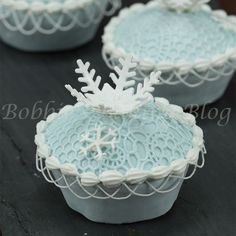 2014 Halloween dessert ideas of cupcake with snowflake toppers