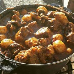 Great recipe for Oxtail Potjie. Potjie is a traditional dish in South Africa. South African Oxtail Recipe, South African Recipes, Ethnic Recipes, Oven Chicken Recipes, Dutch Oven Recipes, Cooking Recipes, Oxtail Recipes, Jamaican Recipes, Beef Jerkey