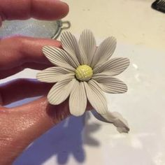 This is a step by step tutorial on how to make a bone china clay daisy flower. Click to see a Video Bone china clay is the best flower making clay if want crack free beautiful delicate clay…