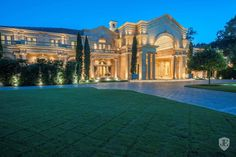 100 Carnarvon Drive in Houston, TX, United States. Luxury Real Estate for sale. French Mansion, Drive In, Dream Mansion, Mega Mansions, Rich Home, Expensive Houses, Mediterranean Homes, Big Houses, Victorian Houses