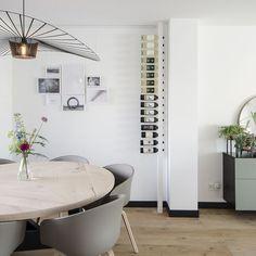 #Wijnpaal #Wit #Winerack #Wijnrek #Wijnmeubel #Interior #Interieur #Design #Wijn #Weinregal #Vinställ #Maatwerk #Interieurinspiratie STIJL | BINNENKIJKER | WOONKAMER | INSPIRATIE | SFEERVOL | INTERIEUR TRENDS | TIJDLOOS | TAFEL | PLANTEN | GROEN | QUOTE Interior Design Career, White Interior Design, Interior And Exterior, Dining Room Inspiration, Interior Inspiration, Laura Lee, Home Living Room, Interior Design Living Room, Home Furniture
