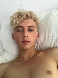 CODE RED I REPEAT CODE RED TROYE SIVAN MELLET IS FUCKING BLONDE OMYFJCK