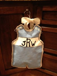 painted burlap door hangers | It really was a pretty easy little craft. I just traced the outline of ...