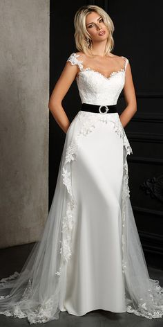 Alluring Tulle Scoop Neckline A-line Wedding Dress With Lace Appliques & Belt