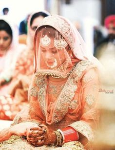 Best bridal hijab wedding veils muslim brides ideas Best bridal hijab wedding veils muslim brides iYou can find Muslim bride. Bridal Hijab, Wedding Hijab, Bridal Lehenga, Wedding Veils, Dress Wedding, Party Wedding, Wedding Bride, Wedding Cakes, Pakistani Wedding Outfits