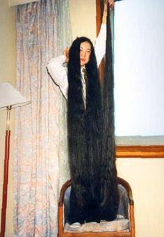 10 feet of hair of Dyq Blonde Haircuts, Rapunzel Hair, Black Costume, Super Long Hair, Hair Shows, Silky Hair, Beautiful Long Hair, Dream Hair, Down Hairstyles