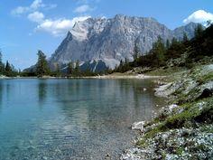 Zugspitze von der Ehrwalderalm aus gesehen. Beau Site, Half Dome, Bavaria, Austria, Germany, Landscape, Nature, Flowers, Travel