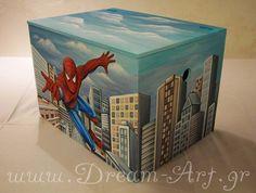 Ζωγραφική με τον Spiderman στο ξύλινο κουτί παιχνιδιών του Μενέλαου