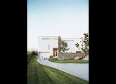 mixture of stone in the modern exterior// Dwell's Top 10 Best Homes In America