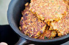 Sötpotatis- och linsbiffar – med smak av sambal oelek