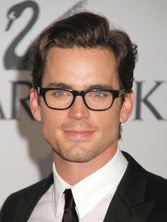 View yourself with Matt Bomer hairstyles and hair colors. View styling steps and see which Matt Bomer hairstyles suit you best. Hairstyles With Glasses, Cool Hairstyles For Men, Celebrity Hairstyles, Men's Hairstyles, Matt Bomer, Glasses Frames Trendy, Handsome Faces, Mens Glasses, Amor