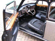 Classic Mini, Classic Cars, Alfa Romeo Logo, Classic Road Bike, Mini Countryman, Wooden Car, Car Interiors, Jaguar, Minis