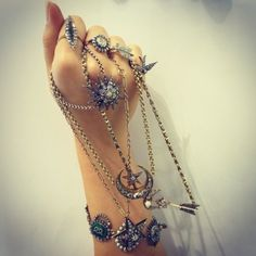 A fist full of diamonds at my @theofficialselfridges counter!! (at Selfridges & Co) Annina Vogel Jewellery