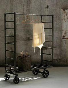 Industriële woonkamer - industrieel interieur - industriële kasten - metaal - locker