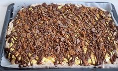 Daimkake i langpanne med gul krem 🍫 No Bake Snacks, No Bake Desserts, Sweet Corner, Norwegian Food, Let Them Eat Cake, Yummy Cakes, I Love Food, No Bake Cake, Cake Recipes