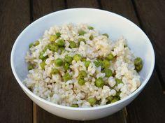 עשיר בחלבון ובנוגדי חמצון. אורז מלא עם אפונה ( צילום: יעל טל )