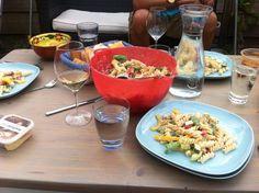 http://www.lekkerensimpel.com/2013/08/11/ingezonden-door-marian-zomerse-pastasalade/