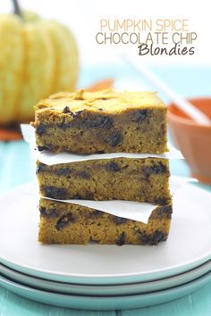 Pumpkin Spice Chocolate Chip Blondies - A gluten free and vegan dessert for the Fall Foodie