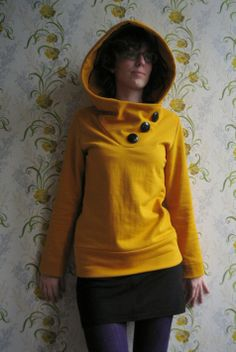 Yellow hooded sweatshirt - I have the fabric and the pattern, I just need to get ON IT.
