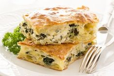 Borek: A Turkish dish w/ layers of phyllo dough, spinach and feta cheese Quiche, Phyllo Dough, Spinach And Feta, Fabulous Foods, I Love Food, Food Photo, Main Dishes, Chicken Recipes, Yummy Food