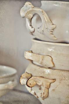 CountryLiving decor Misch Masch by Nina French Kitchen Decor, French Decor, French Country Decorating, Irish Cottage, White Dishes, Pottery Art, Stoneware, Vintage Crockery, Shabby Chic
