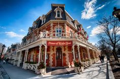 Prince of Wales HotelNiagara on The Lake, OntarioUnder some cool spring skys, this is a great place for lunch or just a spot of tea in the afternoon.  Copyright: Jeff E. Smith