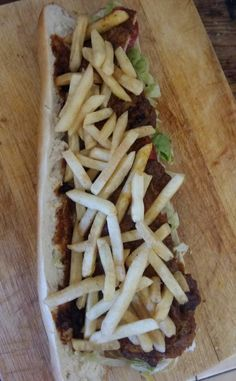 layer chips on masala steak gatsby recipe sonia cabano lusciouscapetown Raw Juice Bar, Canapes, Cape Town, Gatsby, Steak, Cooking, Burgers, South Africa, Ethnic Recipes