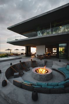 How can you build a fireplace? – 60 Fotobeispiele moder… How can you build a fireplace? Puerto Vallarta, Vallarta Mexico, Estilo Resort, Future House, Terrasse Design, Build A Fireplace, Backyard Fireplace, Cozy Fireplace, Fireplace Ideas