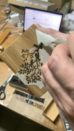 Wood Burning Tips, Wood Burning Crafts, Woodworking Shop, Woodworking Crafts, Wood Napkin Holder, Christmas Wood Crafts, Diy Crafts For Home Decor, Small Wood Projects, Personalized Napkins