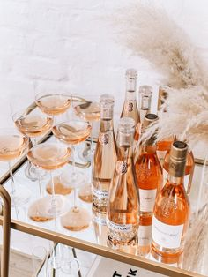 My Tips for Hosting the Ultimate Galentine's Brunch - Andee Layne Cocktails, Cocktail Recipes, Cakepops, Superfood, Mini Carrot Cake, Macarons, Brunch Party, Brunch Wedding, Gourmet