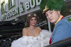 Kaiserliche Hoheiten - Franz & Sisi vorm HB1 Design & Budget Hotel Wien Schönbrunn Budgeting, Crown, Design, Corona, Budget Organization, Crowns, Crown Royal Bags